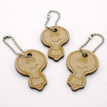Porte-clés en bois certifié durable, coupé et gravé sur mesure